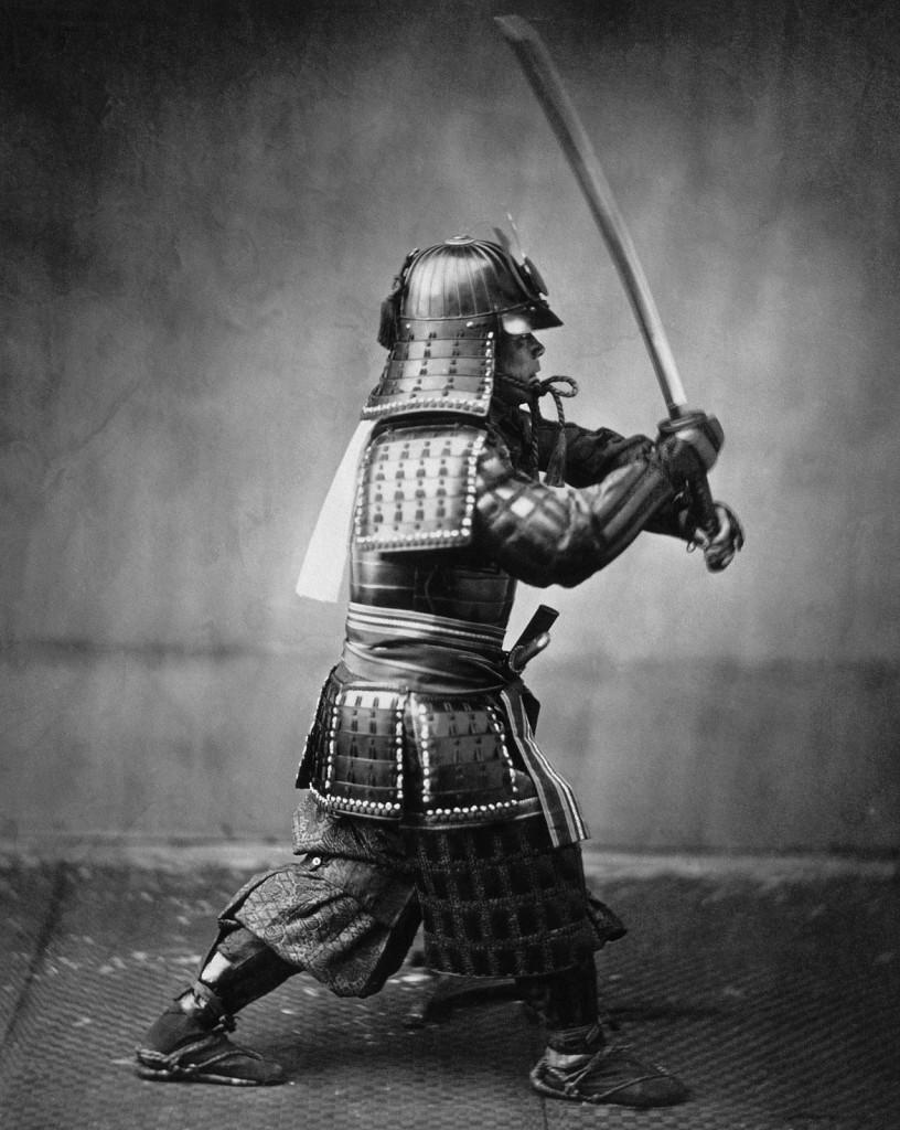 14 816x1024 - Samurai Luchando con una Katana