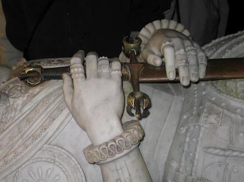 tumba de don juan de Austria - Espada de Juan de Austria