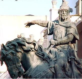 Estatua del Rey Jaime I de Aragón1 - Espada y Espadón del Rey Jaime I de Aragón