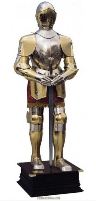 Armadura natural plateada y dorada con grabados traje granate y espada entre las manos 328x675 - armadura-natural-plateada-y-dorada-con-grabados-traje-granate-y-espada-entre-las-manos