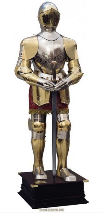 Armadura natural plateada y dorada con grabados traje granate y espada entre las manos - Espadas Marto y Sables Bermejo de Toledo