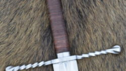 Espada Bastarda con vaina funcional 250x141 - Espada Grosses Messer con vaina