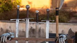 Espadas funcionales personalizadas 250x141 - Arma tu propia espada de esgrima histórica HEMA