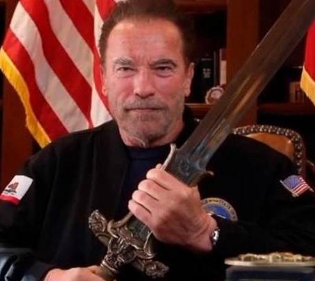 Schwarsenegger empuna espada Conan - Arnold Schwarzenegger empuña de nuevo la espada de Conan el Bárbaro